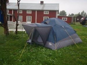 Regn mot teltduk er søvndryssende. Foto: Anne Wuolab
