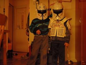 Captain Rex og Commander før de deltar i den store clonewars- kriget på gårdsplassen. Foto: Per Wollberg.