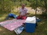 Piknik i en badepark i Ballangen. Foto: Anne Wuolab.