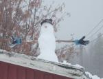 Årets første snømann. Foto: Anne Wuolab.