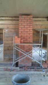Muren som går fra grovkjøkkenet og opp til barnas rom. Foto: Per Wollberg.