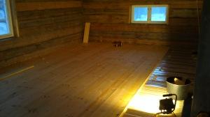 Gulvet på kontoret, andre etasje. Ehm... kontoret er på 40 m2. Foto: Per Wollberg.